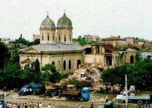 Biserica Sfânta Vineri la începutul demolării