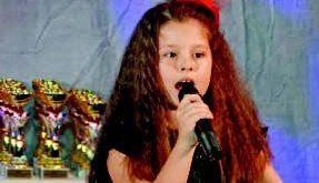 ADELINA MIHAELA ȚONE - Cântă, dansează și joacă teatru