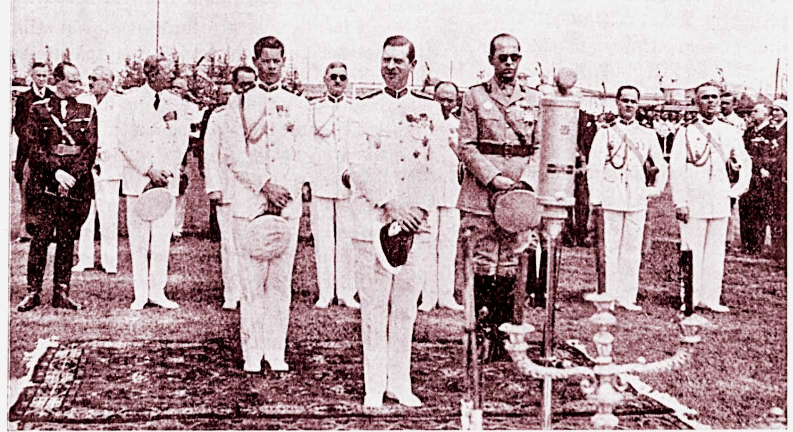 M.S. Regele Carol al II-lea, Măria Sa Prințul Mihai și A.S.R. Prințul Paul al Greciei, în timpul săvârșirii serviciului divin.